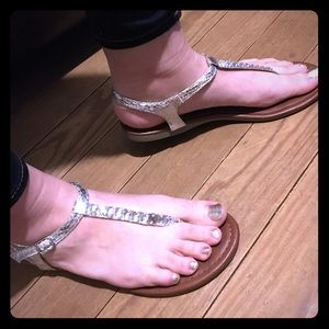 MUST HAVE SANDALS